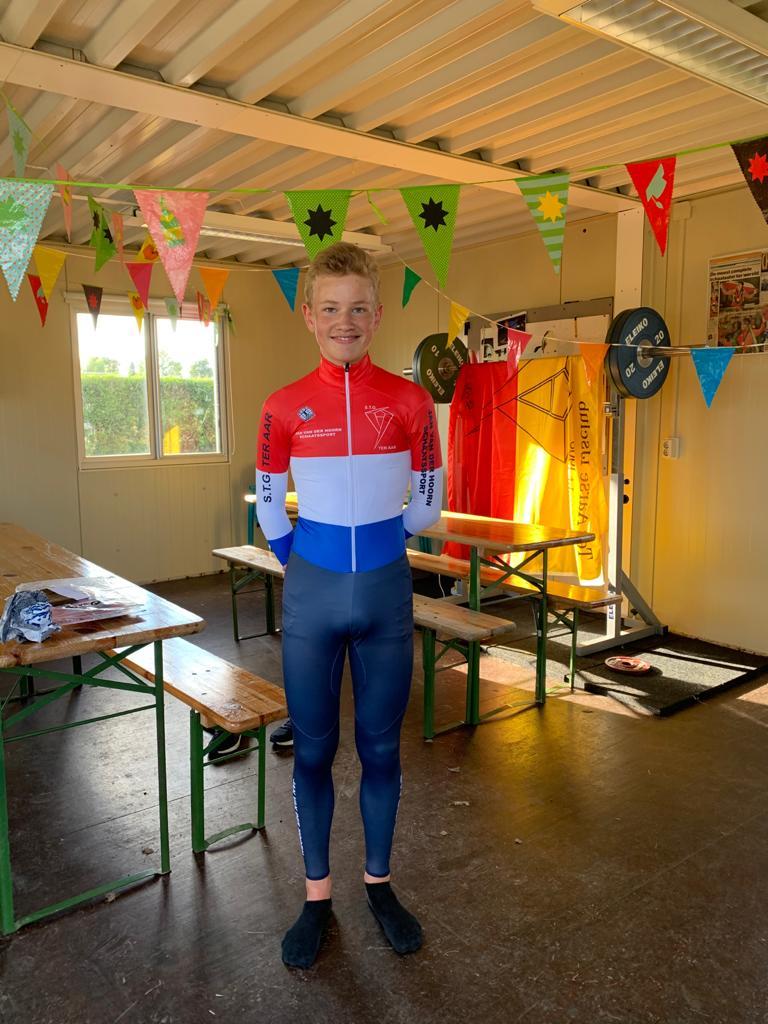 Rood-Wit-Blauw schaatspak cadeau voor onze marathon-kampioen